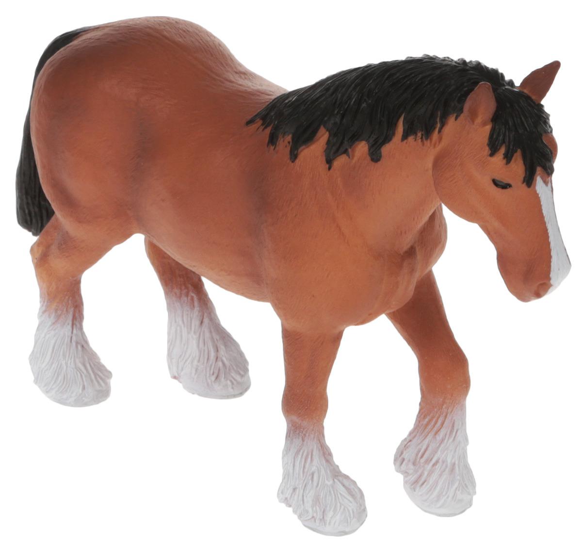 Mojo Фигурка Лошадь Клейдесдаль387070Клейдесдальские лошади большие и сильные, у них большие уши и короткая шея. У этих лошадей дружелюбный характер, они очень трудолюбивые. У этих лошадей очень большие копыта. Длина их подковы с одного конца до другого составляет целых 5 сантиметров. Подковать такую лошадь - непростая задача для кузнеца, ведь их подковы могут весить до 2.5 кг, что в 4-5 раз превышает вес подковы породистой лошади. Несмотря на то, что клейдесдальские лошади коренастые и довольно тяжелые, они могут двигаться плавно и элегантно. Эти лошади знамениты своим аллюром: во время него они поднимают свои прекрасные белые ноги очень высоко и с большой силой. По этой причине клейдесдальские лошади часто используются в различных шествиях на праздниках.Фигурка Mojo займет достойное место в коллекции любого ценителя красивых и качественных игрушек.Фигурки Mojo познакомят детей с окружающим миром, развивают творческие способности и расширяют возможности ролевых игр. Все фигурки выполнены из высококачественных материалов с максимальной точностью и раскрашены вручную.