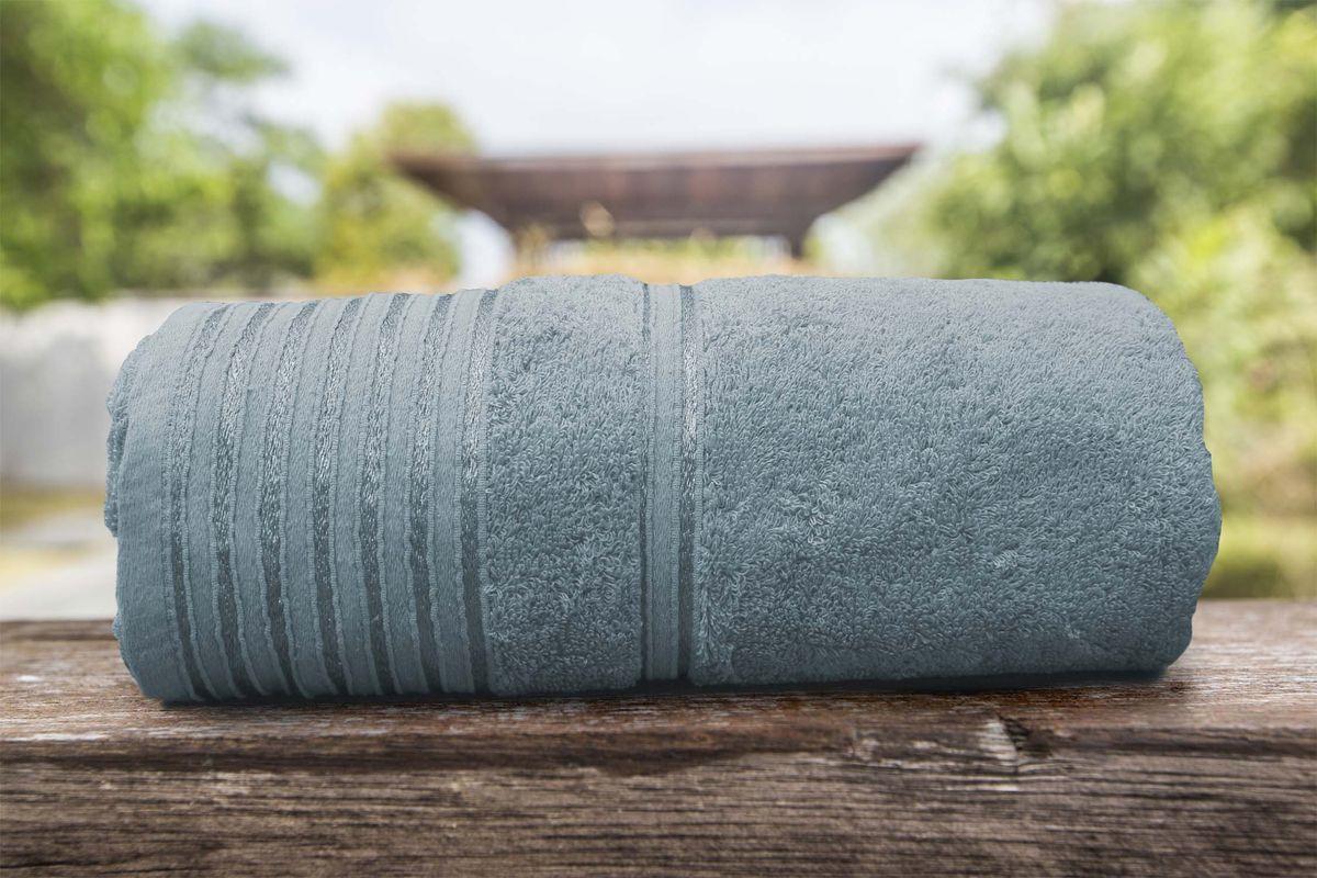 """Полотенце банное Amore Mio AST Flesh, цвет: серый, 140 х 70 см2512Коллекция выполнена из чистейшего (100%) узбекского хлопка. Одно легкое касание - и ткань впитает всю влагу с Вашей кожи. Это благодаря тому, что пряжа изготовлена из сырья средней длины, что улучшает качество нитей и наделяет изделие уникальными впитывающими свойствами. Также, ткань обработана специальным способом """"мерсеризация"""", что придаёт изделию дополнительную мягкость. В процессе использования полотенца бережно массируют кожу, улучшая кровообращение, а их воздушная, мягкая текстура не вызывает раздражения. После первой же стирки изделие увеличивается в объеме, петли поднимаются и уплотняются, благодаря чему приобретается благородный вид. Яркость и насыщенность цвета обеспечивают высококачественные красители. Перед первым применением рекомендуется стирка. Не желательно стирать махровые изделия на больших оборотах и в режиме «экономия воды». Размерный ряд: 50*90 см и 70*140 см."""