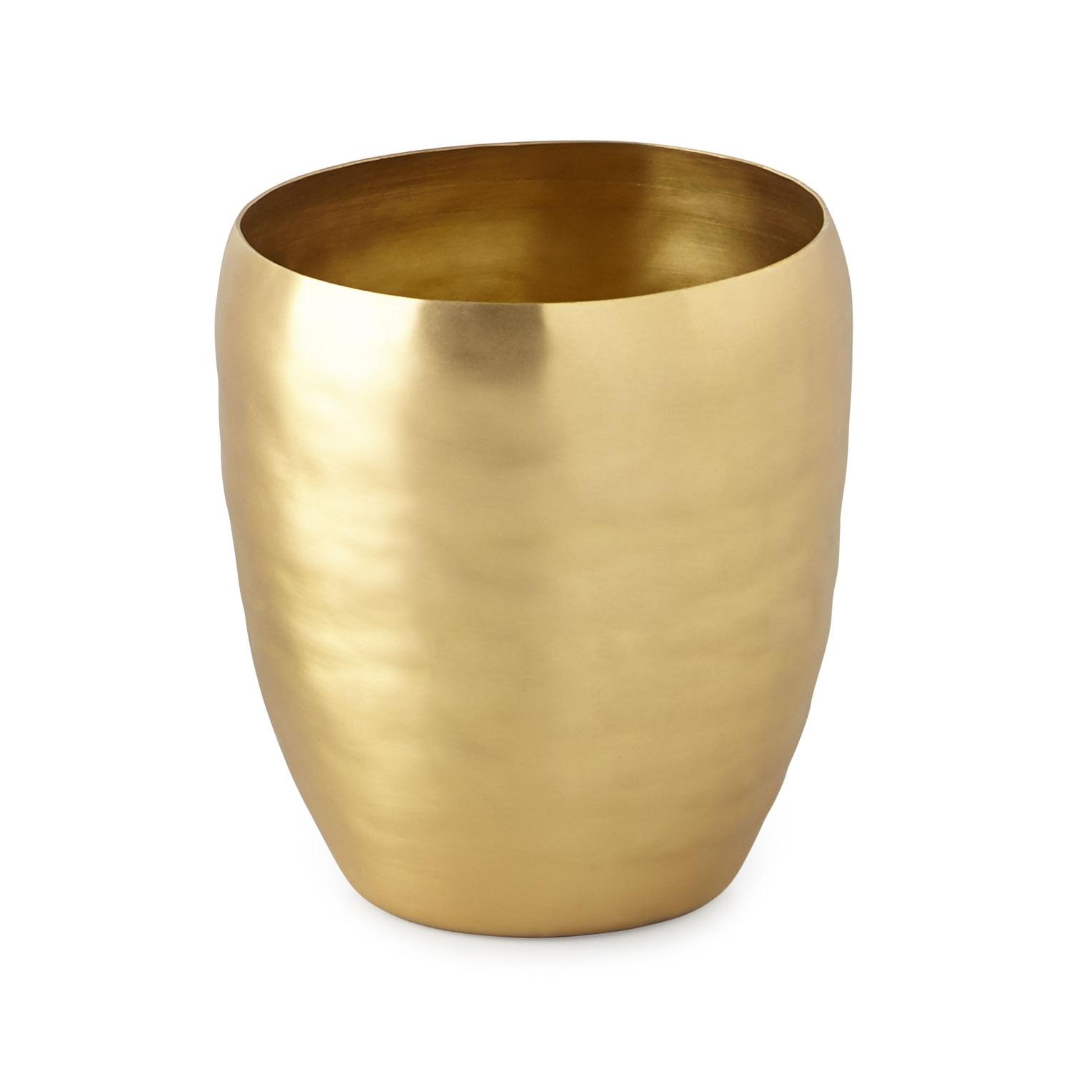 Стакан для ванной комнаты Kassatex Nile, ANL-T, золотойANL-TДобавив в интерьер ванной комнаты несколько стильных вещей, можно полностью преобразить ее облик и обновить дизайн. Эта коллекция для ванной изобилует разнообразными аксессуарами, которые способны создать новый образ или освежить старый. В любом случае, с ними ваше пространство засияет новыми красками. Строгие и одновременно изящные линии, тонкое чувство стиля, отменное качество исполнения рождает продукты, которые выдержат испытание временем.