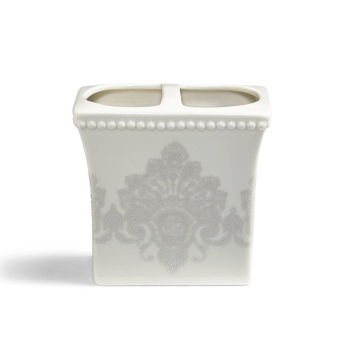 Стакан для ванной комнаты Kassatex Rialto, ARL-TBH, белыйARL-TBHДобавив в интерьер ванной комнаты несколько стильных вещей, можно полностью преобразить ее облик и обновить дизайн. Эта коллекция для ванной изобилует разнообразными аксессуарами, которые способны создать новый образ или освежить старый. В любом случае, с ними ваше пространство засияет новыми красками. Строгие и одновременно изящные линии, тонкое чувство стиля, отменное качество исполнения рождает продукты, которые выдержат испытание временем.
