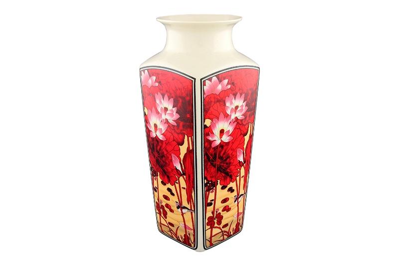 Ваза Elan Gallery Цветок лотоса, 501913, красный501913Декоративная ваза станет прекрасным дополнением любого интерьера. В такой вазе любой, даже самый скромный букет будет выглядеть замечательно! Прекрасный подарок, стильный предмет интерьера, красота и уют вашего дома.