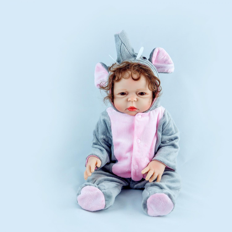 Кукла Reborn Kids Кукла-реборн, 72-7972-79Изготовлена из высококачественных игипоаллергенныхматериалов. Материалы для головки, ручек и ножек изготовленыиз мягкого силикон-винила, с многослойным покрытием акриловыми красками. Все складочки прорисованы. Тельце– мягконабивное, ткань с высоким качеством хлопка, очень приятна на ощупь. Волосики– приклеенный паричок. Глазки из высококачественного акрила. В праздничном платье, на ножках носочки. В комплекте идет магнитная соска, свидетельство о рождении. В красивой коробке.