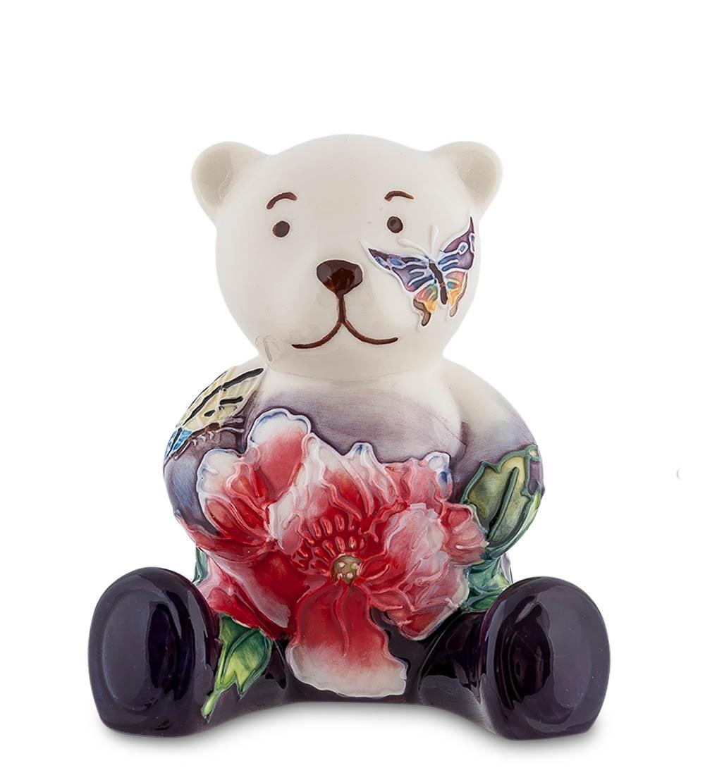 Фигурка декоративная Pavone МедвежонокJP-247/32, 107026107026Фигурка слегка растерянного, но очень милого медвежонка с цветком и бабочкой на щеке - подарок для самой близкой подруги или любимой девушки. Это фарфоровое чудо будет стоять на самом видном месте в доме, чтобы почаще попадаться на глаза, и радовать владелицу и гостей. Тонкая работа мастеров, настоящий, качественный итальянский фарфор - не это делает эту фигурку такой неповторимой. Главное - это чувства, с которыми вы покупаете и дарите этот подарок, а подарить этот подарок с плохим настроением просто невозможно.