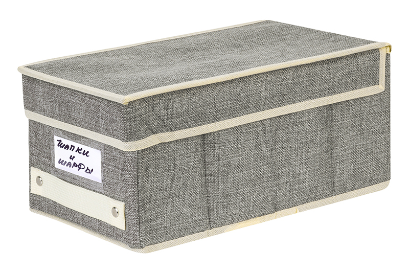 Кофр для хранения вещей EL Casa Темно-серый с бежевым кантиком, темно-серый370927Кофр складной для хранения El Casa идеально подходит для эргономичного хранения вещей. Кофр выполнен из высококачественного материала с плотными картонными вставками, крышкой, ручкой и кармашком для надписи. В сложенном виде кофр совсем не занимает места, он очень компактно упакован. В рабочем состоянии размеры кофра 18*33*15 см, на передней стенке удобная ручка. В коллекции складных кофров множество расцветок - от однотонных до ярких и цветочных. Кофры представлены в разных формах и размерах — кофры прямоугольные, кофры для хранения одеял, кофры подвесные, кофры для белья с ячейками, органайзеры для мелочей и кофры для обуви с разделителями — все это поможет вам упаковать вещи на летний или зимний сезон, собраться к переезду на дачу и просто эргономично организовать хранения вещей.
