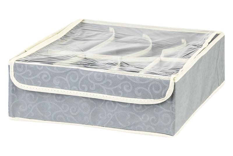 Кофр для хранения вещей EL Casa Серебряный узор, серый371320Кофр складной для хранения El Casa идеально подходит для эргономичного хранения вещей. Кофр выполнен из высококачественного материала с плотными картонными вставками, крышкой и двумя ручками. В сложенном виде кофр совсем не занимает места, он очень компактно упакован. В рабочем состоянии размеры кофра 50*40*30 см, на двух боковых стенках удобные ручки. В коллекции складных кофров множество расцветок - от однотонных до ярких и цветочных. Кофры представлены в разных формах и размерах — кофры прямоугольные, кофры для хранения одеял, кофры подвесные, кофры для белья с ячейками, органайзеры для мелочей и кофры для обуви с разделителями — все это поможет вам упаковать вещи на летний или зимний сезон, собраться к переезду на дачу и просто эргономично организовать хранения вещей.