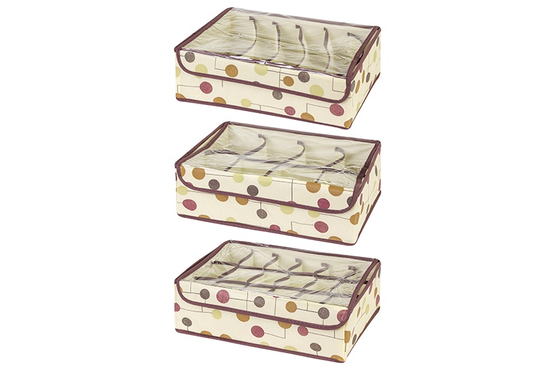 Кофр для хранения вещей EL Casa Горошек на бежевом, бежевый371348Кофр складной для хранения El Casa идеально подходит для эргономичного хранения вещей. Кофр выполнен из высококачественного материала с плотными картонными вставками, крышкой, прозрачным окном и двумя ручками. В сложенном виде кофр совсем не занимает места, он очень компактно упакован. В рабочем состоянии размеры кофра 50*40*30 см, на двух боковых стенках удобные ручки. Прозрачное окно позволяет увидеть содержимое, не доставая весь кофр. В коллекции складных кофров множество расцветок - от однотонных до ярких и цветочных. Кофры представлены в разных формах и размерах — кофры прямоугольные, кофры для хранения одеял, кофры подвесные, кофры для белья с ячейками, органайзеры для мелочей и кофры для обуви с разделителями — все это поможет вам упаковать вещи на летний или зимний сезон, собраться к переезду на дачу и просто эргономично организовать хранения вещей.
