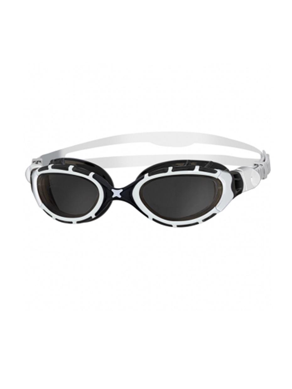Очки для плаванияZOGGSPredator Flex, белый, черный334848Очки отлично подойдут спортсменам для плавания на открытой воде и в бассейне с ярким освещением. Дымчатые линзы снижают общую яркость и при этом не искажают цвета. Благодаря их изогнутой форме очки предоставляют отличный периферийный обзор. Они обработаны «антифогом», который предотвращает запотевание. UV-фильтр обеспечивает защиту от ультрафиолета.