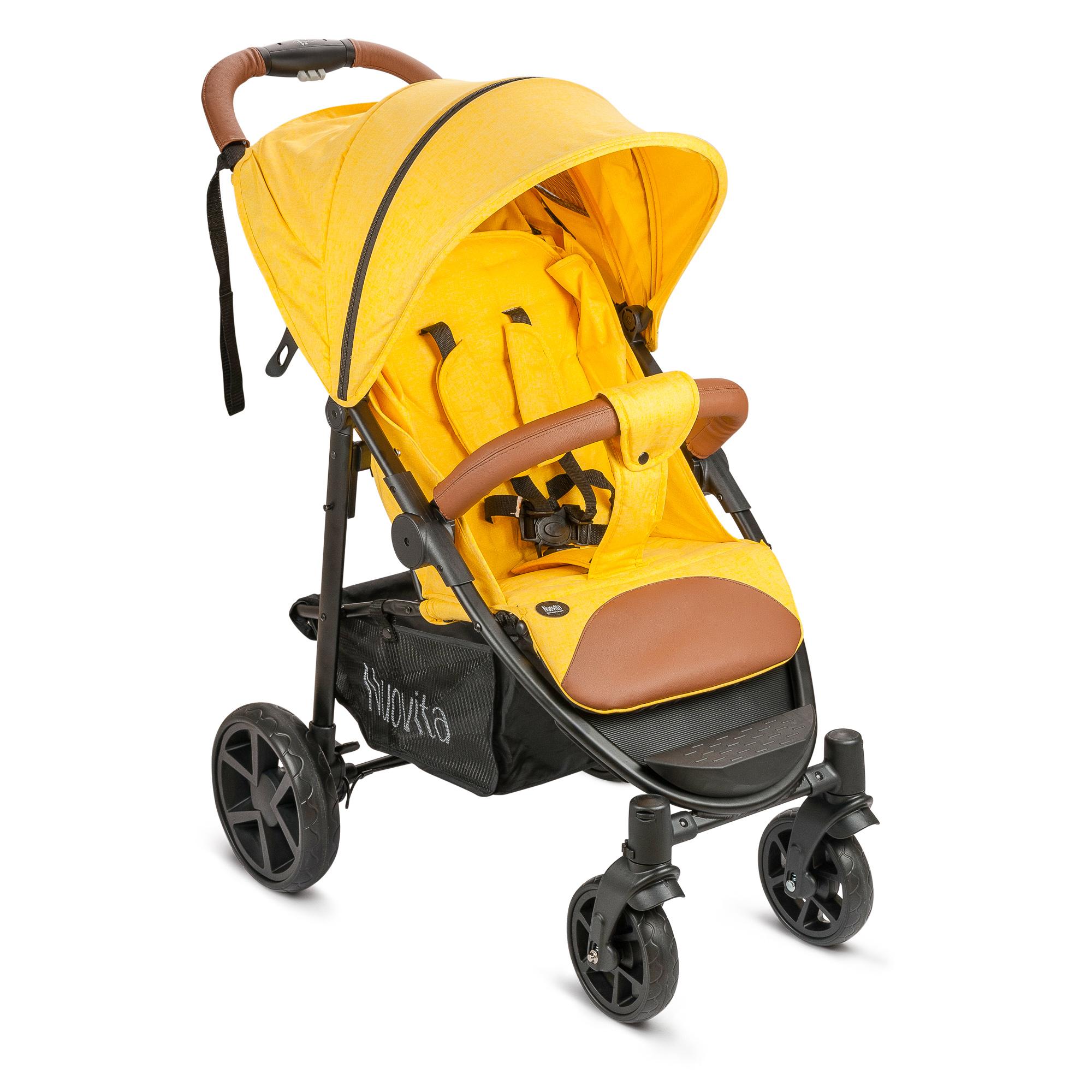 Коляска прогулочная Nuovita CorsoNUO_M2618_732Коляска Nuovita Corso создана для комфортных прогулок и путешествий с ребёнком, достигшим шестимесячного возраста. Максимальный вес малыша, которого рекомендуется перевозить в данной коляске, составляет 15 кг. Модель Nuovita Corso относится к разновидности колясок - «книжек», имея при этом усовершенствованный способ раскладки: в считанные секунды данную модель можно разложить и сложить при помощи одной руки благодаря наличию кнопки, находящейся на ручке. При этом конструкция способна стоять вертикально без дополнительного упора. Перемещать сложенную коляску можно, удерживая за ручку наподобие дорожного чемодана. Небольшие размеры и вес 8,3 кг позволяют перевозить сложенную коляску в автомобиле, сдавать в багаж во время путешествий, и даже заносить в дверь трамвая. Материалом для колёс служит вспененная резина, в связи с чем коляска Nuovita Corso показывает хорошую проходимость как по снежной дороге, так и по осенне-весенней распутице, а также прекрасно переносит трансформации. Передние колёса являются полноповоротными, это значительно облегчает управление коляской. Функция блокировки передних колёс, которая заложена в конструкции, удобна при передвижении по снегу и грязи. Уменьшенный размер передних колес удобен при преодолении бордюров и подъёме по ступенькам, в то время как высокие задние колёса обеспечивают комфортный уровень расположения сиденья. Ширина задней колесной базы составляет 57 см, передняя колесная база имеет ширину 33 см. Благодаря такой конструктивной особенн...