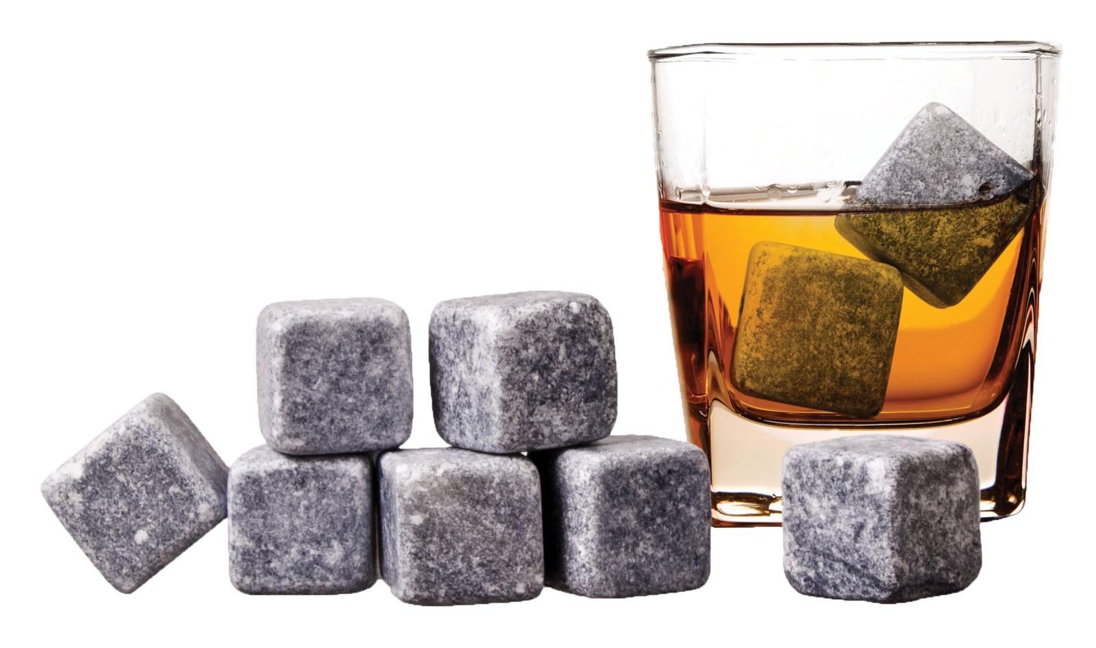 Охладитель для напитков Дерево Счастья Камни для виски, Талькохлорит, БархатART-DSWHI01Камни изготовлены из талькохлорита (мыльного камня), который прошел вторичную обработку и очистку. Благодаря высокой теплоемкости и теплопроводности охлаждают гораздо лучше льда. Whisky Stones не тают, а значит, никогда не разбавят благородный напиток и не изменят его вкусовых свойств. Подходят для любых напитков, требующих охлаждения.
