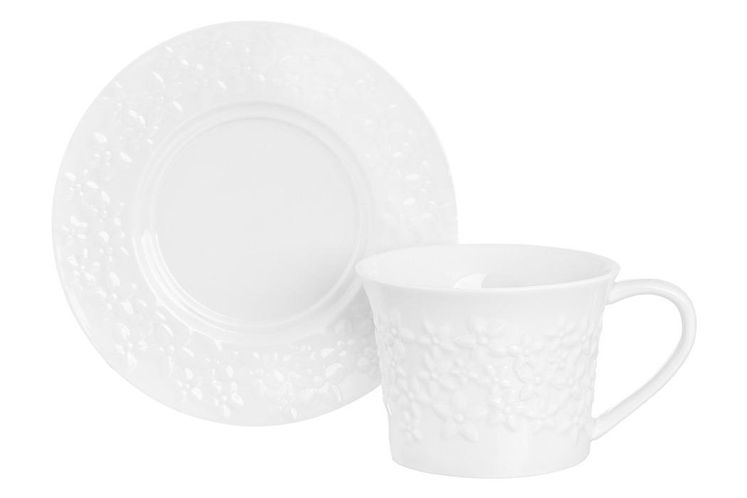 Чайная пара Elan Gallery Цветочки, 950114, 250 мл950114Чайная пара серии «Цветочки» состоит из блюдца и чашки объемом 250 мл. Чайная пара выполнена из высококачественного фарфора. Изящный рельефный рисунок на чашке и на блюдце подходит любой сервировке и добавит уюта в каждый дом. Кружка вместительная с удобной ручкой прекрасно подходит для красивого чаепития или утреннего кофе. В серии фарфоровой посуды с использованием бамбука представлен широкий ассортимент товаров для сервировки стола, которые несомненно впишутся в любой интерьер благодаря лаконичному дизайну, натуральным материалам и высокой функциональности. Такому подарку будет рада любая хозяйка!