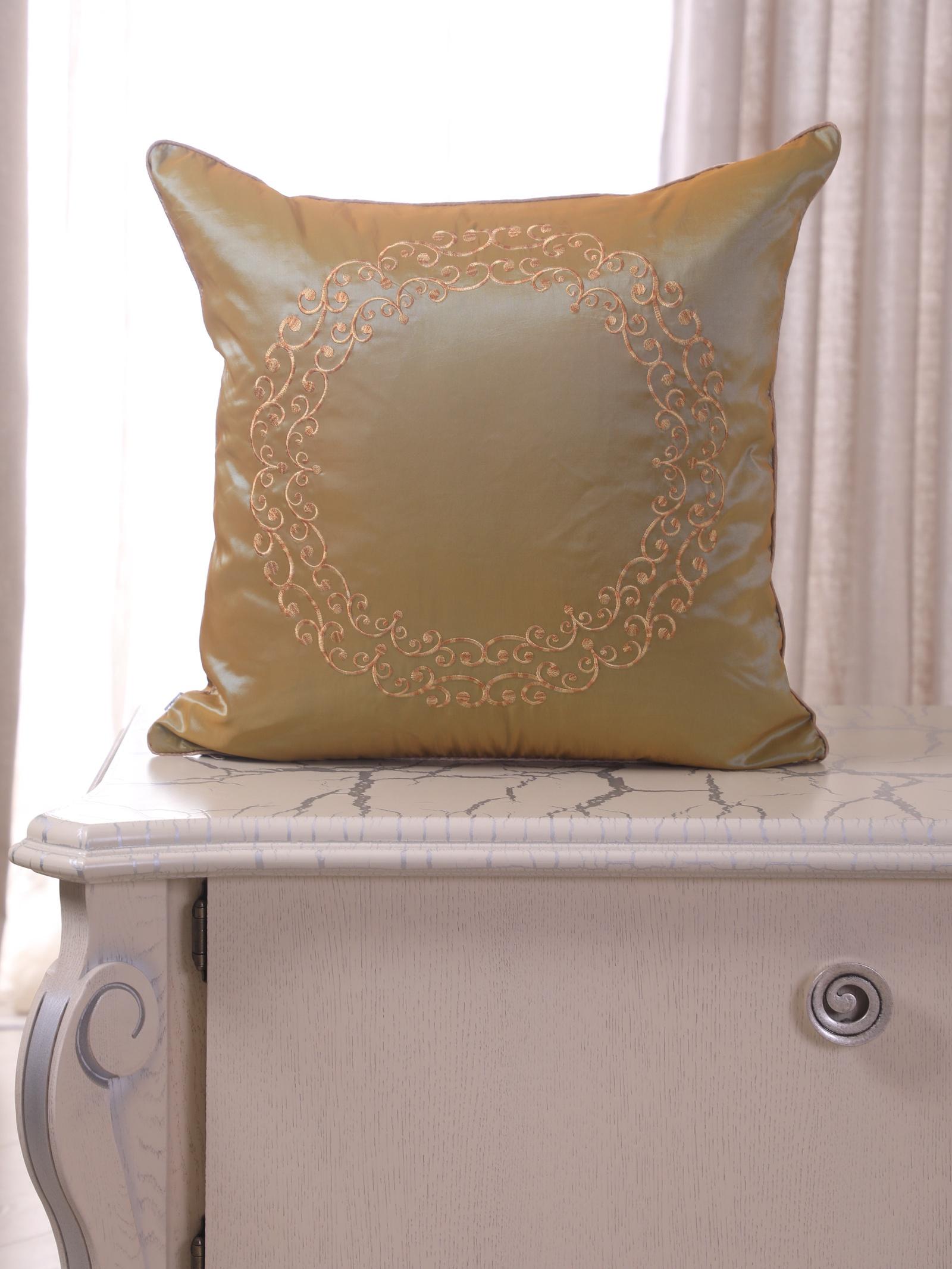 Подушка декоративная с вышивкой и кантом FLAUM HOME/ФЛАУМ ХОУМ, золото, 50х50 недорго, оригинальная цена
