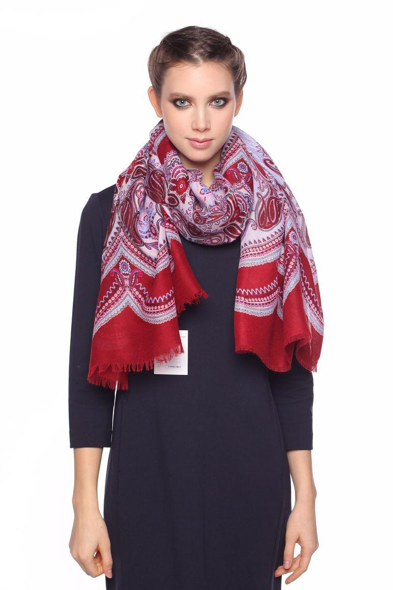 Красное пальто и кремовый палантин фото