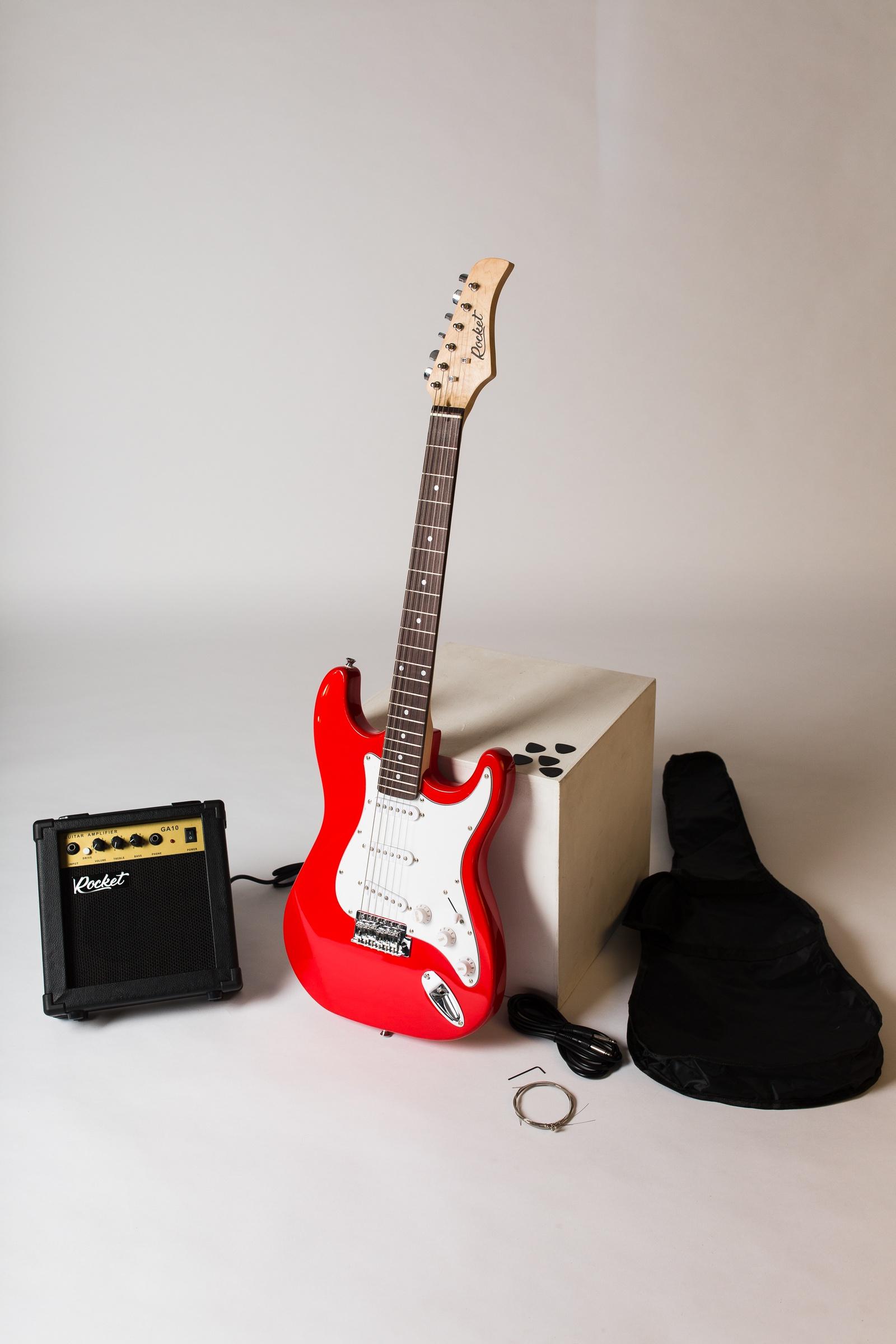 цена на Электрогитара RockEt для начинающих с комбиком и аксессуарами, красный