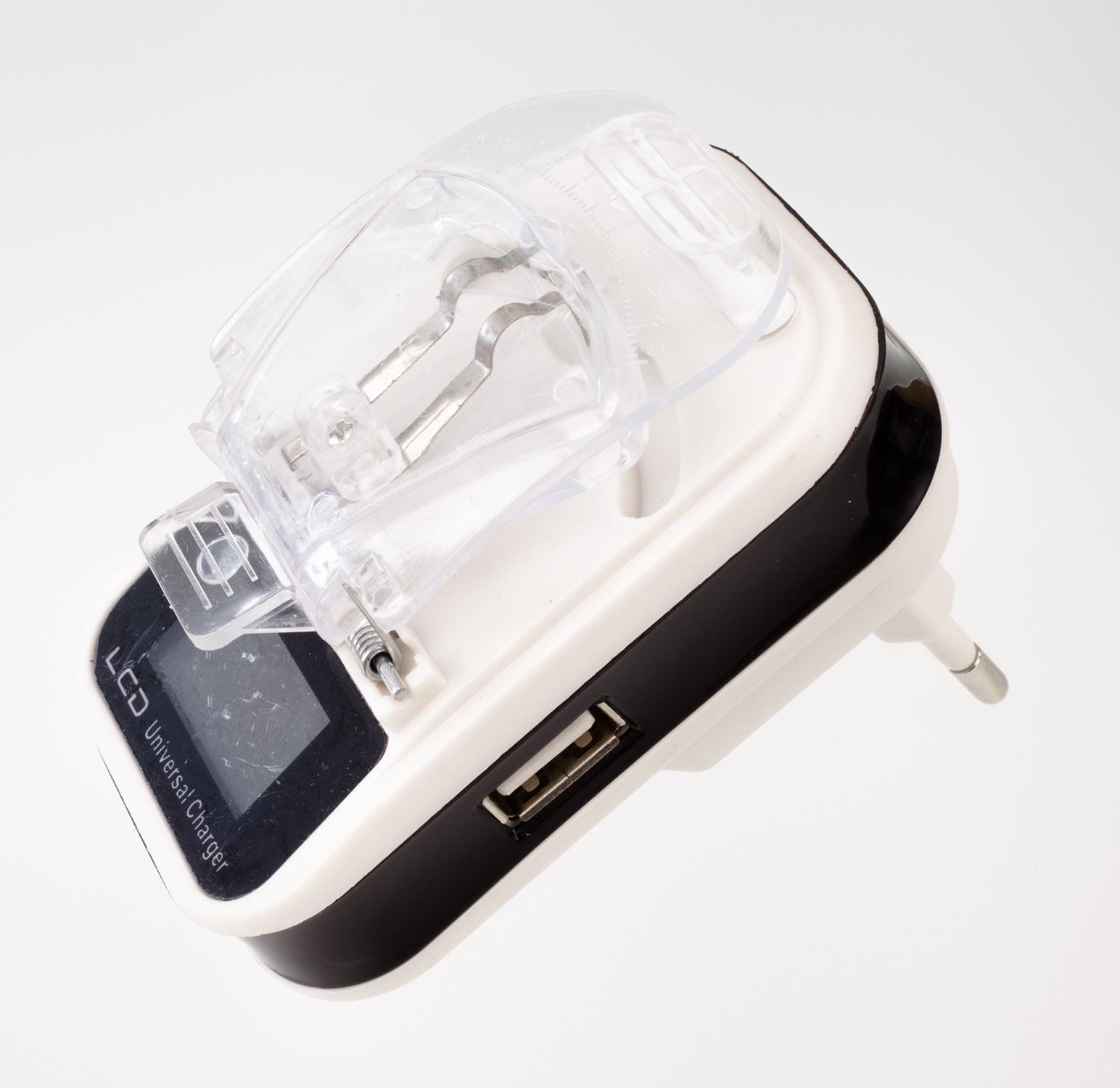 Зарядное устройство Navitoch УНИВЕРСАЛЬНОЕ ЗУ ЛЯГУШКА LCD,USB (БЛИСТЕР), белый, черный