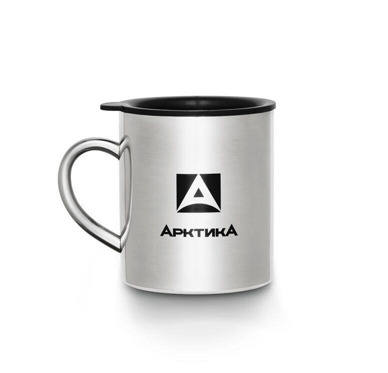 Термокружка Арктика 801-300, серебристый801-300Термокружка - идеальный спутник любого заядлого туриста. Она легкая и не занимает много места в походном рюкзаке, но при этом становится незаменимым другом в пути. В термокружке кофе и чай остывают гораздо медленнее, чем в обычной чашке или картонном стаканчике. Особенности: - Термокружка с двойной стенкой - Классическая модель из полированной нержавеющей стали - Крышка замедляет остывание и защищает от пыли