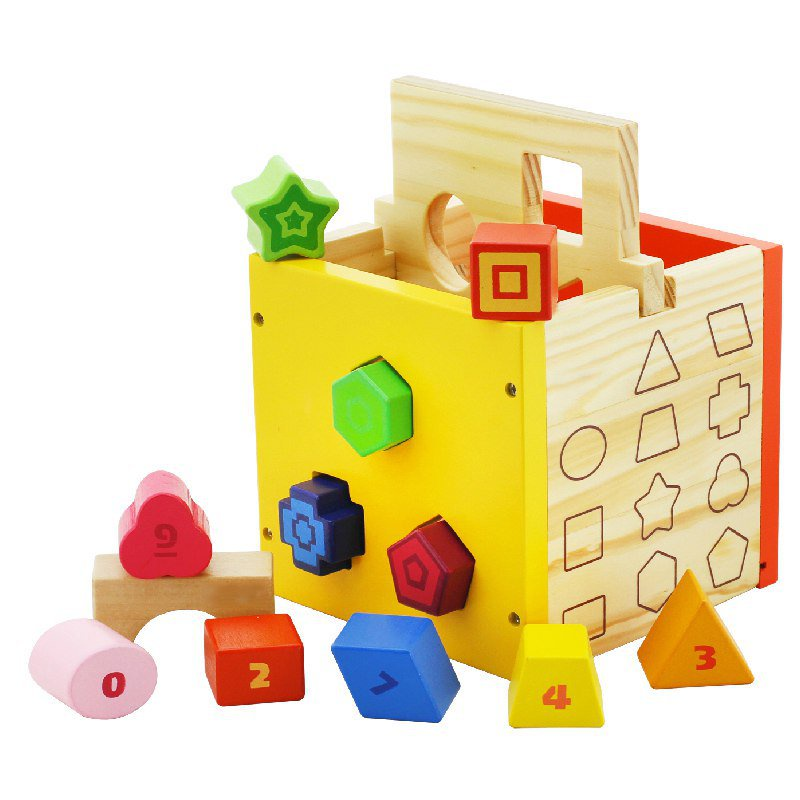 Развивающая игрушка Vulpi 1100411004Деревянный куб-сортер с прорезями для различных геометрических фигур - игрушка, которая состоит из двух частей: - Деревянного куба, имеющего на четырех гранях по три выемки разной формы. - Двенадцать разноцветных фигур с номерами. С помощью куба-сортера ребенок научится различать формы, цвета и цифры. Деревянная игрушка-сортер помогает развивать мелкую моторику, память и логику.