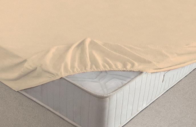 Простыня Ecotex простня махровая, бежевыйПРМ20/бежевыйМахровые простыни на резинке сшиты из высококачественного махрового полотна, окрашены стойкими экологически безопасными красителями. Они уже успели завоевать признание потребителей благодаря своим практичным характеристикам. Имеют резинку по всему периметру, что даёт возможность надежно зафиксировать простыню на матрасе, тем самым создавая здоровый и комфортный сон. Натяжные махровые простыни довольно практичны, т.к. махровое полотно долговечно. Выполнены из 100% хлопка и не содержат синтетических добавок. Рекомендованы на стандартные матрасы высотой не более 20 см. Если Ваш матрас выше,то рекомендуем взять простыню на размер больше, чем ширина матраса.Для того, чтобы простыня после стирки надолго сохранила первоначальный внешний вид рекомендуем стирать её лицевой стороной внутрь отдельно от другого белья, т.к. во время стирки на петельки могут собираться ворсинки от других изделий.