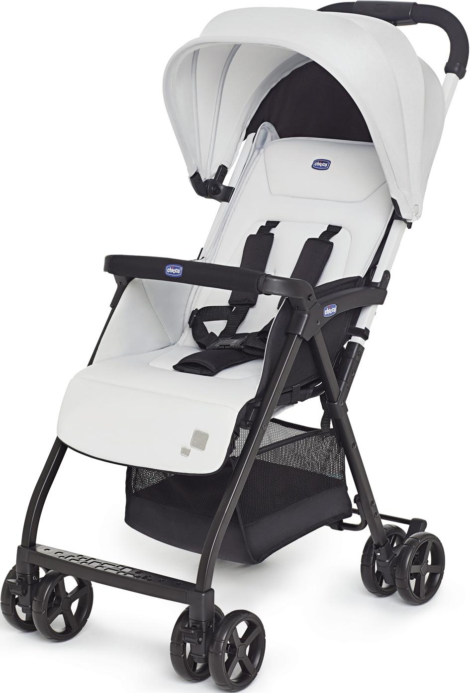 Коляска прогулочная Chicco Ohlala белый84366Прогулочная коляска Ohlala – надёжная, комфортная, удобная и очень лёгкая коляска для прогулок от компании Chicco.Особенности:Регулируемая спинка.Регулируемая подножка: 2 положения.Большое сиденье, которое выполнено из специальной гипоаллергенной ткани.Мягкие чехлы на бортике и ремнях безопасности.Объёмный складной капюшон.Вместительная корзина для покупок.Тип складывания: книжка.Передние колеса поворотные с фиксацией: пластиковые.Ножной тормоз задних колес.Противоскользящая накладка на ручке.Обивка съёмная.Максимальная нагрузка: 15 кг.Размер в разложенном виде: 46x81x101 см.Размер в сложенном виде: 30x50x90 см.Вес: 4 кг.Размер упаковки: 41,5х24х91 см.Вес упаковки: 6,32 кг.Возраст: с рождения до 3 лет.Комплектация: дождевик.