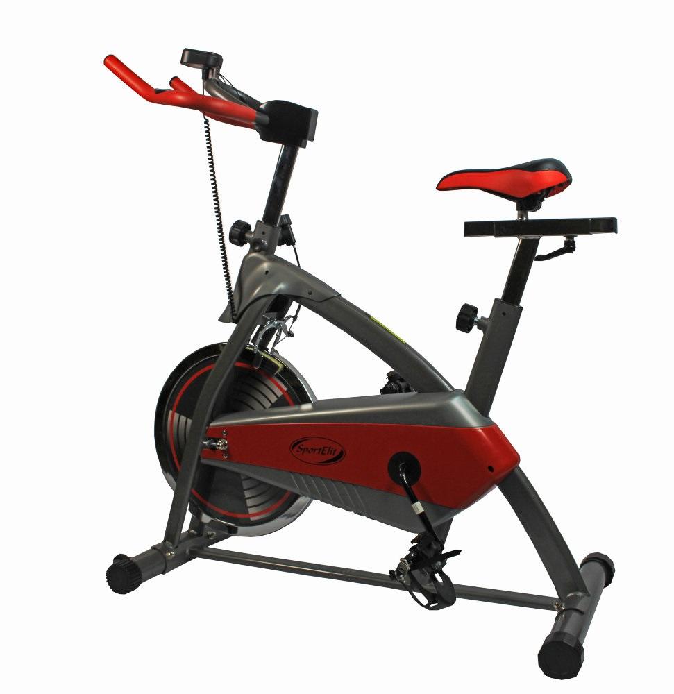Велотренажер Sport ElitSE-4610SE-4610Спин-байк велотренажер Sport Elite 4610 – тренажер вертикального типа, предназначенный как для домашнего, так и для профессионального использования. Инерционная система нагрузки позволяет самостоятельно регулировать интенсивность тренировки.При этом велотренажер Sport Elite 4610 снабжен 6 уровневой системой режимов, что очень удобно при использовании пользователями с различным уровнем подготовки, а также подходит для использования в профессиональных тренажерных залах. Конструкция тренажера предусматривает индивидуальную настройку под каждого пользователя, регулируются: высота руля и сиденья, угол наклона руля. Дополнительно тренажер снабжен удобными ремешками фиксаторами на педалях и подставкой под стакан. Изменяемая высота руля. Регулировка сидения: по вертикали, по горизонтали. Система нагрузки: колодочная система торможения. Конструкция - транспортировочные ролики.Инерционный способ основан на колодочном захвате маховика. Нагрузка изменяется равномерно, однако трение колодок о диск создает шум. Велотренажеры с инерционной системой нагрузки хорошо имитируют езду на гоночном велосипеде и часто применяются при тренировке профессиональных спортсменов.Основные характеристикиИспользование:ДомашнееТип:ВертикальныйСистема нагрузки:КолодочнаяМаксимальный вес пользователя:100 кгИзмерение пульса:ДаКоличество уровней нагрузки:6Страна производитель:КитайМонитор и программыКомпьютер:ДаПоказания компьютера:Время тренировки, дистанция, скорость, расход калорий, пульс, обороты/м...