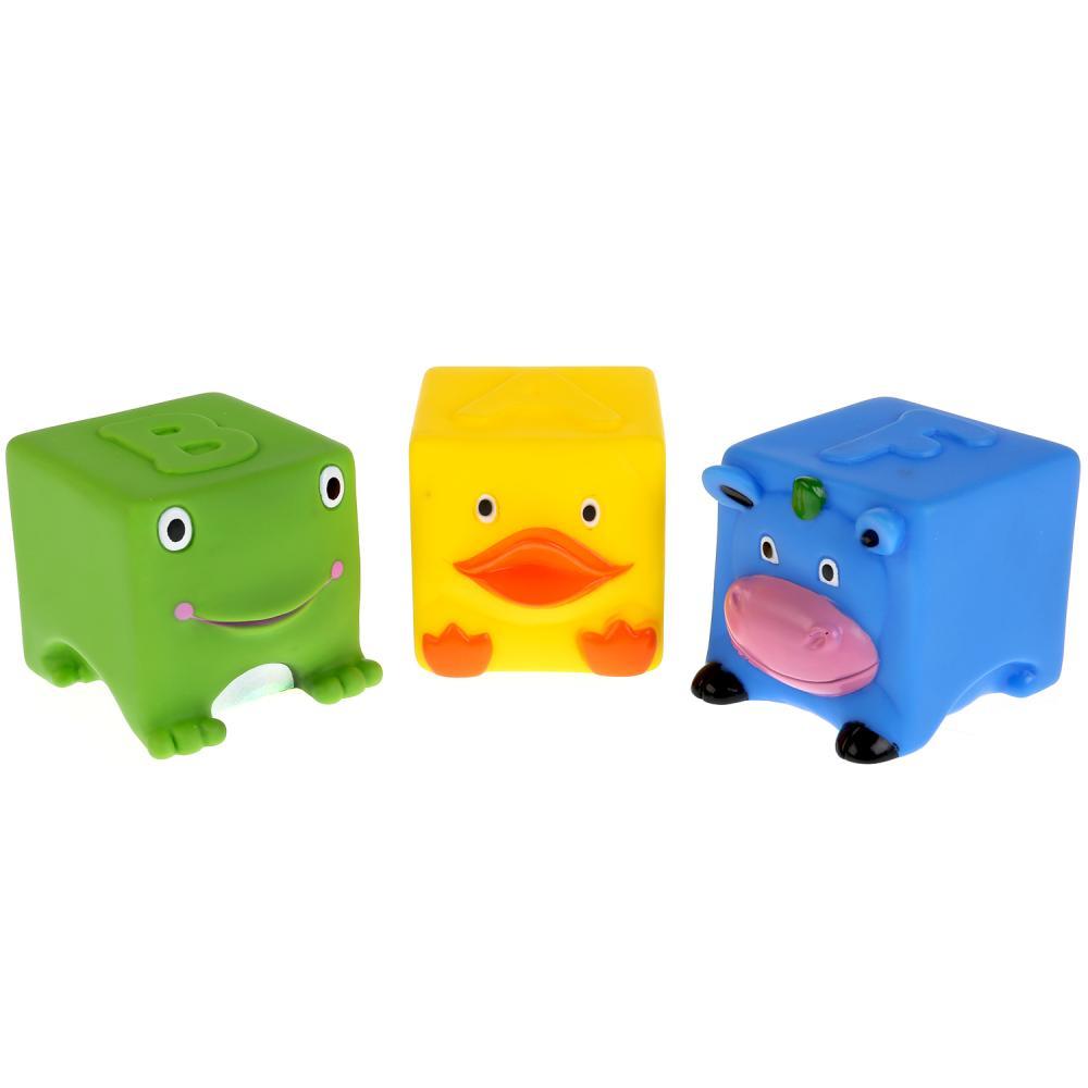Игрушка для ванной Играем вместе 253408 желтый, синий, зеленый253408Игрушки для купания ТМ Играем вместе ABF сделают приём ванны увлекательнее и веселее. В комплект входят 3 фигурки в форме куба: синяя корова, зелёная лягушка и жёлтая уточка. Они выполнены из мягкой пластизоли в ярких цветах. Глаза, рот, лапки и остальные мелкие элементы детально проработаны. При намокании не теряют цвет, не меняют форму, сохраняют все свои качества. Не впитывают влагу, созданы специально для малышей. Игрушки абсолютно безопасны для использования. Рекомендуются детям раннего и ясельного возраста, от 3 месяцев.