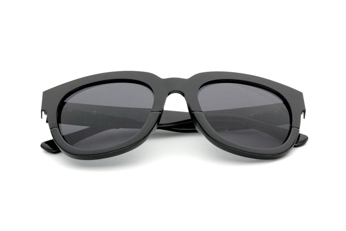 Очки солнцезащитные MONOLOOK Shade Кошачий глаз черный женские, черный49509Ничто не сделает Вас более притягательной и загадочной, чем солнцезащитные очки Shade, благородный черный цвет которых представлен, как в линзах, так и в массивной пластиковой оправе. Пускай таинственная темная вуаль окутает Вас, заставляя всех вокруг бросать любопытные восторженные взгляды на чарующую и манящую незнакомку.