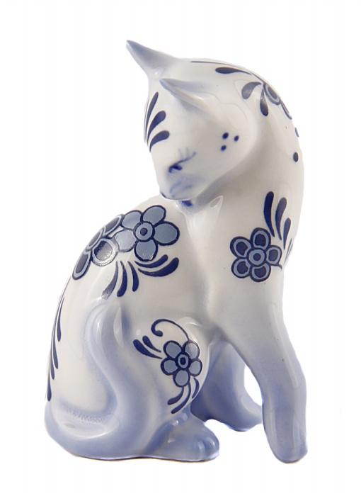 Статуэтка Кошка в стиле голландской керамики. Фарфор, роспись. The Franklin Mint, США, конец XX века. статуэтка franklin mint кошка серый