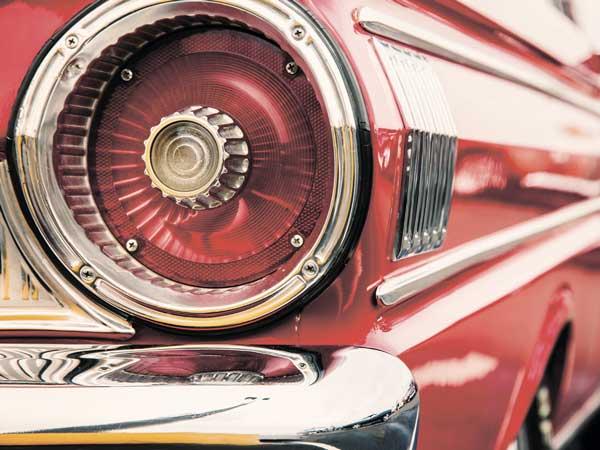 Картина на стекле Экорамка Фонарь автомобиля 40x30 см, СтеклоSE-102-207Картина на стекле производится под брендом Экорамка на Российском предприятии, оснащенном самыми современными производственными линиями. В производстве используются современные экосольвентные краски InkTec пр-ва Корея. Краски абсолютно безвредны для здоровья. Картина укомплектована четырьмя декоративными металлическими креплениями, которые крепятся на саморезы к стене. Таким образом, Ваша картина будет надежно зафиксирована на поверхности и не доставит Вам никаких волнений по поводу безопасности данного изделия. Картину можно расположить по-разному и визуально скорректировать геометрию комнаты: сделать комнату выше, или расширить комнату в длину. Ваша картина отлично будет смотреться как в самых маленьких помещениях, так и на больших стенах, где вы можете дать волю фантазии. Расположите картину с другими украшениями, и вы получите интересный и оригинальный декор. В продукции под брендом Экорамка использованы исключительно Лицензионные изображения известных фотобанков, или изображения, созданные по нашему заказу дизайнерами и художниками.