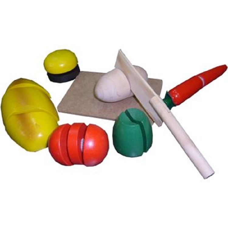Обучающая игра Лесная сказка А-031А-031Игра Готовим завтрак – это одна из популярных игр для малышей. Деревянным ножичком можно разрезать продукты на части, совсем как мама на настоящей разделочной доске. Внутри фигурок из дерева – липучки, которые разделяются при помощи ножика. Все детали игры изготовлены из дерева, с использованием безопасных для детей ярких красок.Упаковка: деревянный ящичек, пленка.
