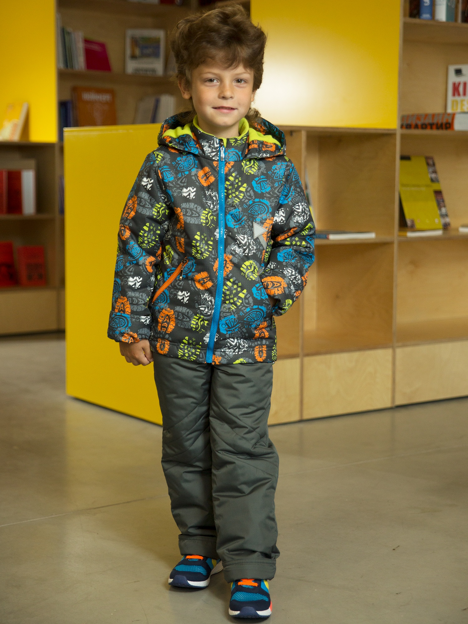 Комплект верхней одежды Аврора, темно-серый 122-64 размер4627133321282Ткань верха: мембрана. Подкладка: х/б кулирка + полиэстер (в рукавах и штанинах).Утеплитель: экофайбер, куртка - 150г, полукомбинезон - 100г.
