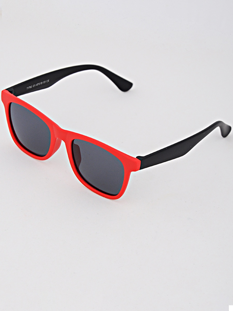 Очки солнцезащитные Nikitana 03-19T1762-C103-19T1762-C1Очки солнцезащитные применяются для защиты глаз от яркого солнечного света. Их особенность в наличии цветных темных линз, которые уменьшают количество ультрафиолета, попадающего в глаза. Кроме этого они служат модным аксессуаром.