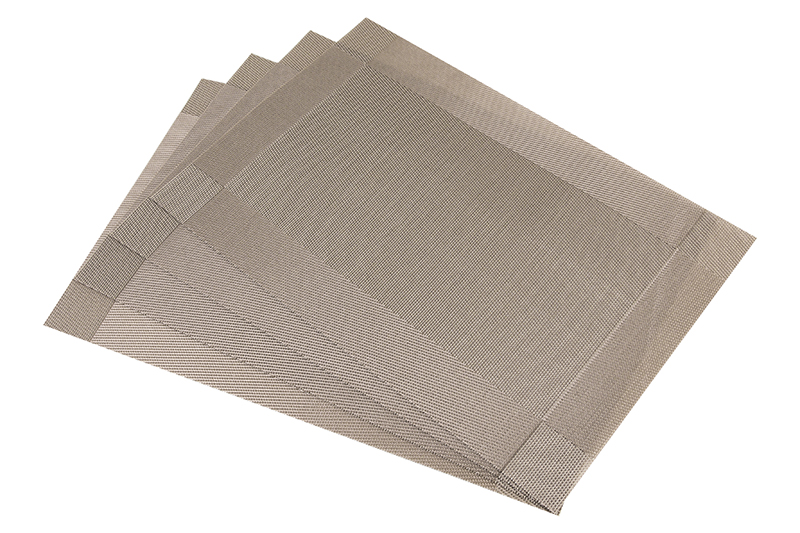Салфетка столовая Elan Gallery 171838, светло-коричневый171838Набор из 4 салфеток Elan Gallery для стола размером 45х30 см прямоугольной формы различных цветов и рисунков выполнен из качественного материала, который не пропускает крошки и бережет покрытие стола от горячих предметов. Салфетки эстетично смотрятся на столе и прослужат долго. С них легко смывать любые загрязнения.