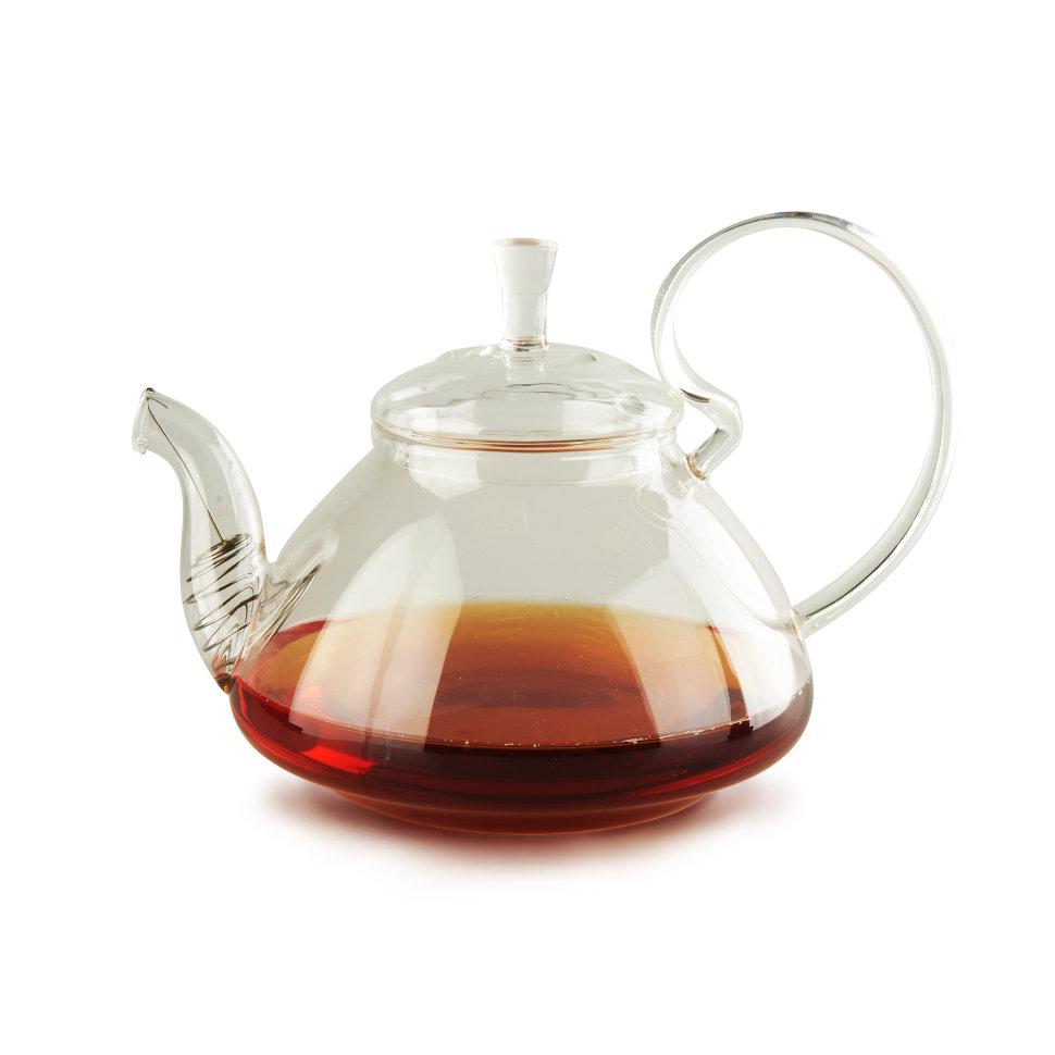 Чайник заварочный 101 чай Клюква, 1200 мл, Стекло5033Чайник из жаропрочного стекла прост и удобен в использовании, ему не страшны резкие колебания температуры — от -20°C до 100 °C. Стеклянный чайник даёт возможность любоваться цветом настоя, его удобно мыть, также он не впитывает запахи.Особенности модели: в этом чайнике вследствие изгиба ручки образуется держатель для крышки. Если его наклонить, держатель не даст крышке выпасть и разбиться.Диаметр горлышка: 8 см.Диаметр широкой части: 16 см.Диаметр дна: 8 см.Высота чайника: 12 см.