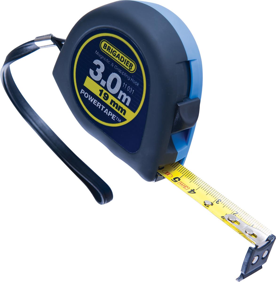 Измерительная рулетка Brigadier, 11031, 3 м11031Корпус из ударопрочного пластика с прорезиненным противоскользящим покрытием ANTI:SLIP™. Поясное крепление. Патентованный механизм паузы позволяет проводить измерения быстро и легко. Металлическая лента с износоустойчивым покрытием. Крепкий многосекционный крючок из пластичного эластомера обеспечивает надёжный зацеп на материалах любой формы. Встроенный в крючок сильный магнит обеспечивает крепление к металлическим поверхностям. II класс точности.