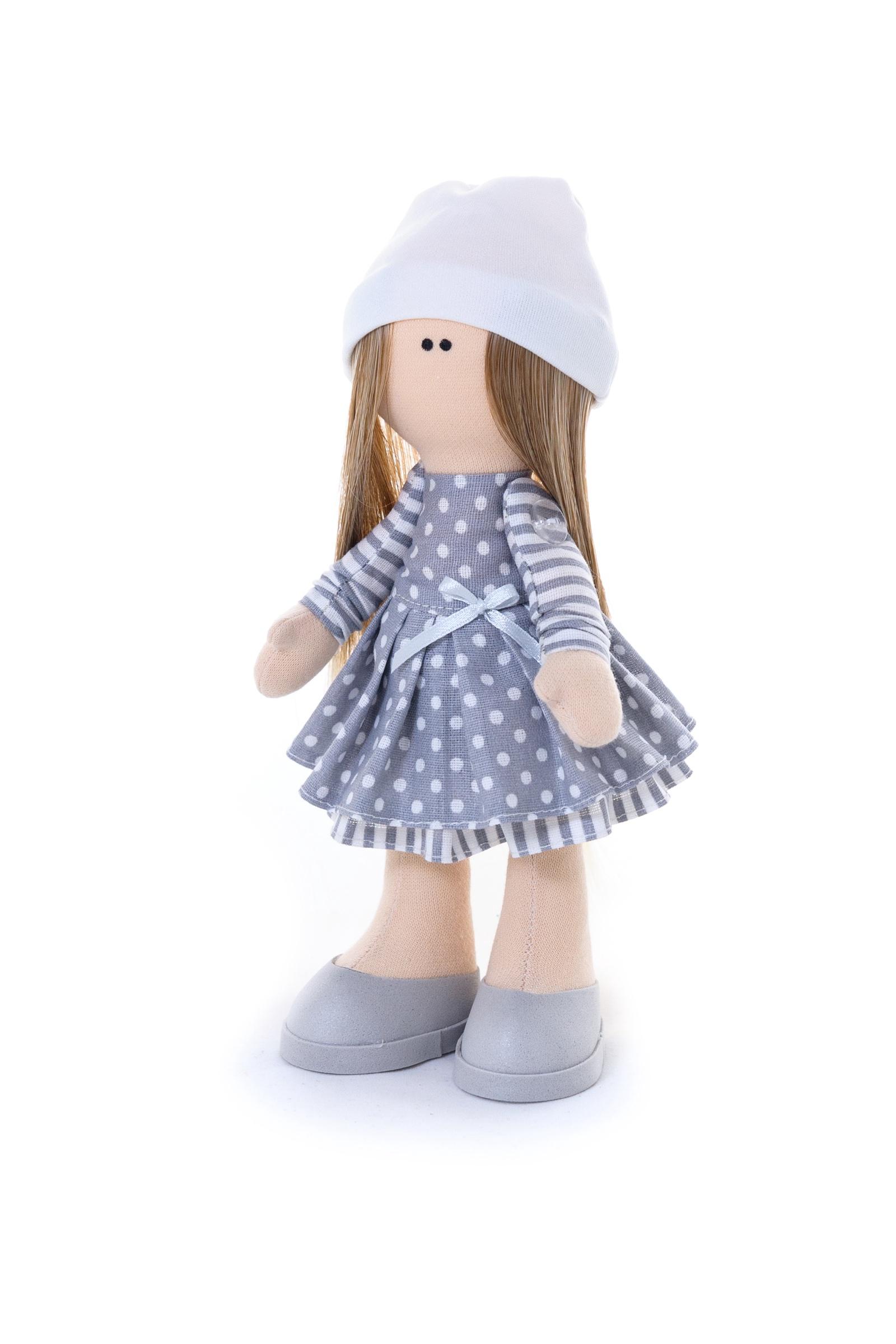 Набор для изготовления игрушки Кукольная фея М–4.3М–4.3Куколка с красивым именем Люся в легком платьице из фатина, украшенном ажурным кружевом и атласной лентой понравится каждой юной барышне и станет ее лучшей подругой! Высота куклы - 22 см. В набор для творчества входят все необходимые материалы для создания куклы, выкройки и материал для шитья нарядов, иллюстрированный мастер-класс. Так же вам потребуется наполнитель (100 г) и пенопластовый шар диаметром 6 см для головы.