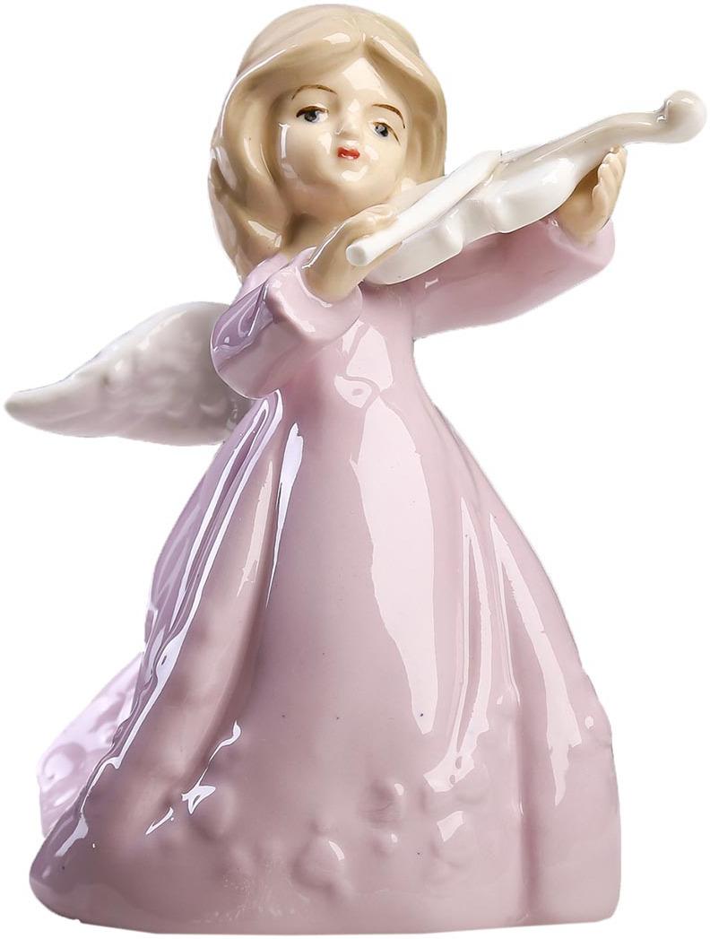 Фигурка декоративная Ангелочек в розовом платье со скрипкой, 2296235, 12,5 х 10 х 8 см2296235Фигурка ангела изготовлена из натурального материала. Является оберегом, который защищает дом и людей, живущих в нем, от мелких неприятностей и неудач. Если вы хотите проявить заботу о родных или близких, то подарите такую фигурку на свадьбу, день рождения или по любому другому поводу. Сувенир поможет выразить теплые чувства, ведь он говорит о вашем желании видеть человека под защитой ангела-хранителя, который будет оберегать его от всех недоброжелателей и невзгод.