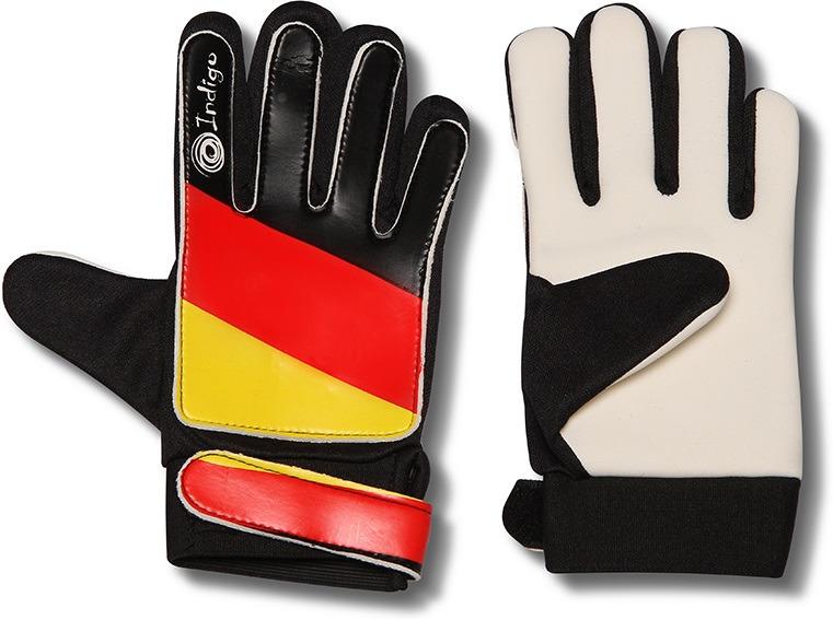 Перчатки вратарские Indigo, 200023, черный, красный, желтый, размер S200023Ладонь вратарских перчаток обеспечивает надежный хват.Модель предназначена для тренировок.Вратарские перчатки изготовлены из лучших материалов, отвечают всем требованиям по качеству и долговечности.Легкие, приятные на ощупь, футбольные вратарские перчатки INDIGO 200023 нужно обязательно подбирать в соответствии с вашим размером.Вратарские перчатки не должны жать или стеснять движения, рука в них должна оставаться сухой.