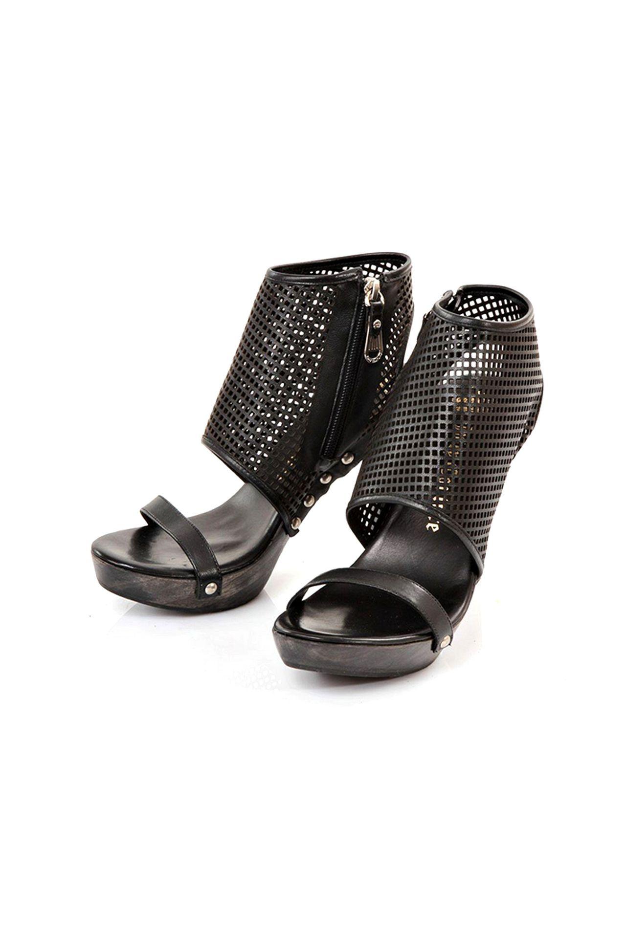 Босоножки Juicy Couture ботинки нат кожа woodland черные р 40