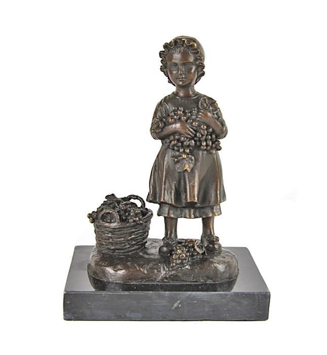 Статуэтка Маленькая сборщица винограда. Бронза, мрамор. Голландия, вторая половина XX века