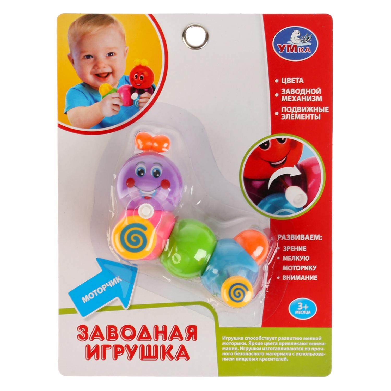 Заводная игрушка Умка B1600490-R244836Многие малыши сначала не любят купаться. Такая заводная игрушка в виде гусенички сделает процесс купания для Вашего малютки интересным и поможет его успокоить. Она изготавливается изпрочного пластика с использованием пищевых красителей и проходит тщательный контроль качества, потому Вы можете быть спокойны за здоровье крохи. Игрушка с подвижными элементами способствует развитию мелкой моторики, а яркие цвета способствуют цветовосприятию. Чтобы игрушка поплыла нужно завести моторчик и опустить её в воду. Рекомендуется детям от 3-х месяцев.