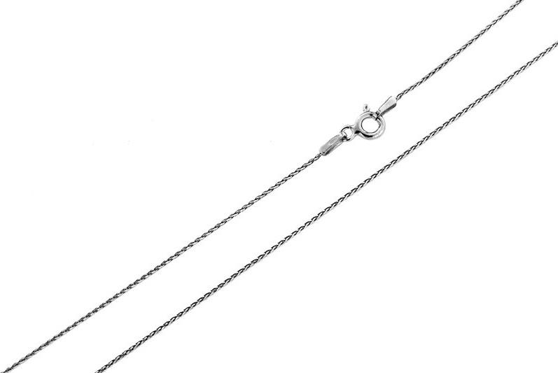 Цепочка Серебряная Венеция Колос тройной, серебро 925, 50 см, 1765R035LСереброЦепочка Колос тройной с фантазийной алмазной огранкой (сечение 035) из серебра 925 пробы. Украшение идеально подойдет и на каждый день. Оно обладает четкими контурами соединения элементов украшения, а Алмазная огранка по специальной технологии позволяет поверхности цепочки лучше блестеть. Цепочка может носиться и как самостоятельное украшение, и в дополнение с кулоном. Цепочка с ручной полировкой и покрытием из благородного металла - родий. Родий - металл платиновой группы превосходящий по своим характеристикам золото. Нанесение на ювелирное изделие родиевого покрытия уменьшает износ и увеличивает твёрдость изделия, защищая от царапин, и придаёт яркий блеск. Цепочка произведена в Италии с использованием самого передового оборудования и современных технологий, что несомненно говорит о её качестве. Цепочка изготовлена из серебра 925 пробы. Качество и подлинность металла подтверждены наличием 925 пробы на каждом украшении.