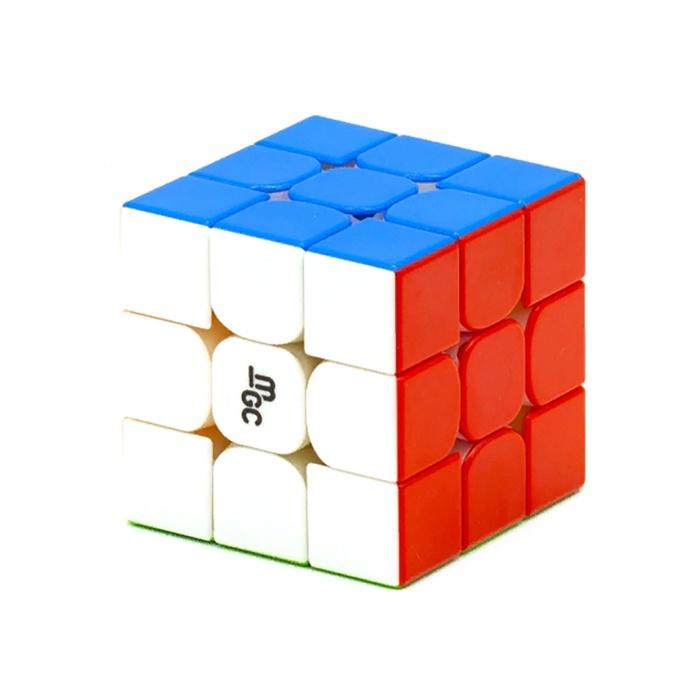 Головоломка YJ Кубик MGC V2 Magnetic 2X2 (color)33185903Первая версия YJ MGC в свое время получила массу положительных отзывов: вращение было достойно похвалы, а конструкция содержала магниты, хоть и не очень сильные, но при этом цена на кубик была вполне адекватная, по сравнению со многими конкурентами.MGC V2 Magnetic - полностью обновленная модель, лишь некоторыми чертами вращения напоминающая первую версию. Вращение стало быстрее, а магниты сильнее, что многим понравится.Есть и другие обновления. Во-первых, теперь кубик выпускается не только в черном, но и в цветном пластике. Во-вторых, он укомплектован сменными гайками с разными пружинами, что делает его похожим на кубики GAN. Помимо белых гаек, установленных изначально, в коробке также есть синие и желтые. Такая система позволяет произвести точную настройку на свой вкус.