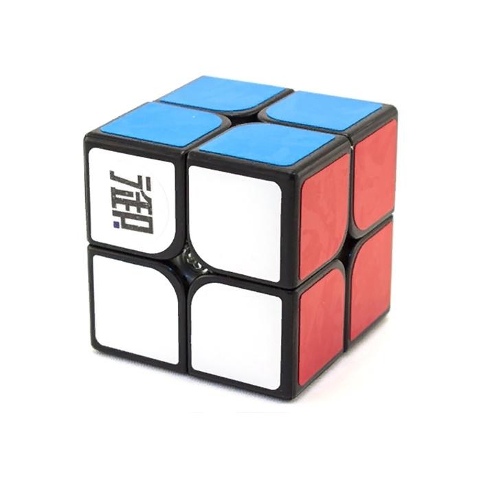 Головоломка KungFu Кубик 2x2 YueHun22101101Встречайте еще один бюджетный кубик 2х2, на этот раз от компании KungFu! Эта головоломка готова составить конкуренцию другим кубам 2х2 из этой же ценовой категории.Одно из главных преимуществ новинки - минимальное количество заеданий (локапов), что в сочетании с приятным вращением и большой резкой углов составляет весьма приятную для приобретения головоломку!