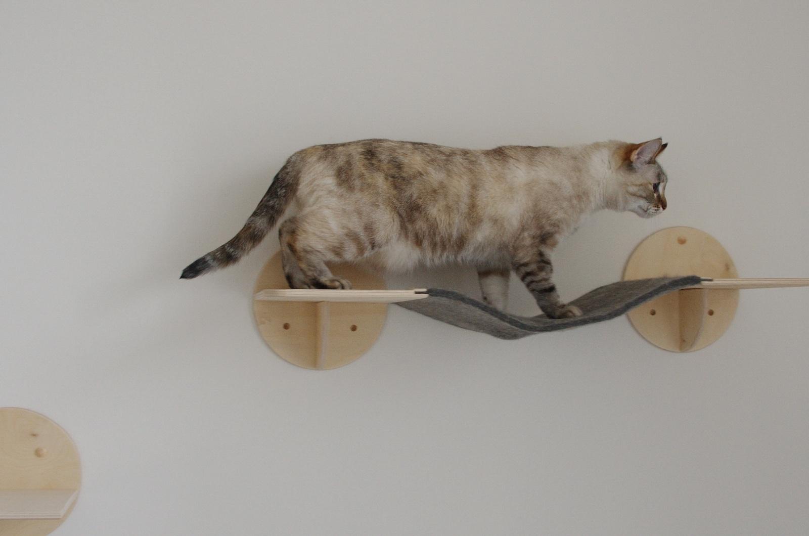 Игровой комплекс для кошек  ГП-003, бежевый В комплекте идут необходимые элементы крепления стене...