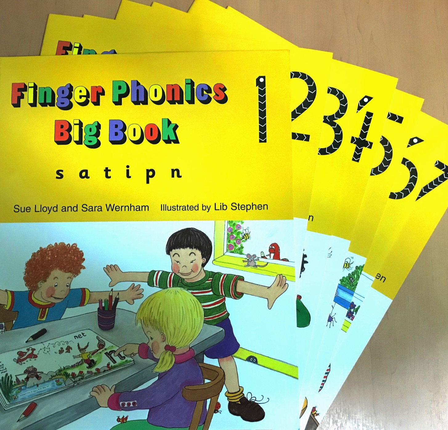 Jolly Finger Phonics Big Books 1-7 jolly phonics activity books set 1 7 комплект из 7 книг