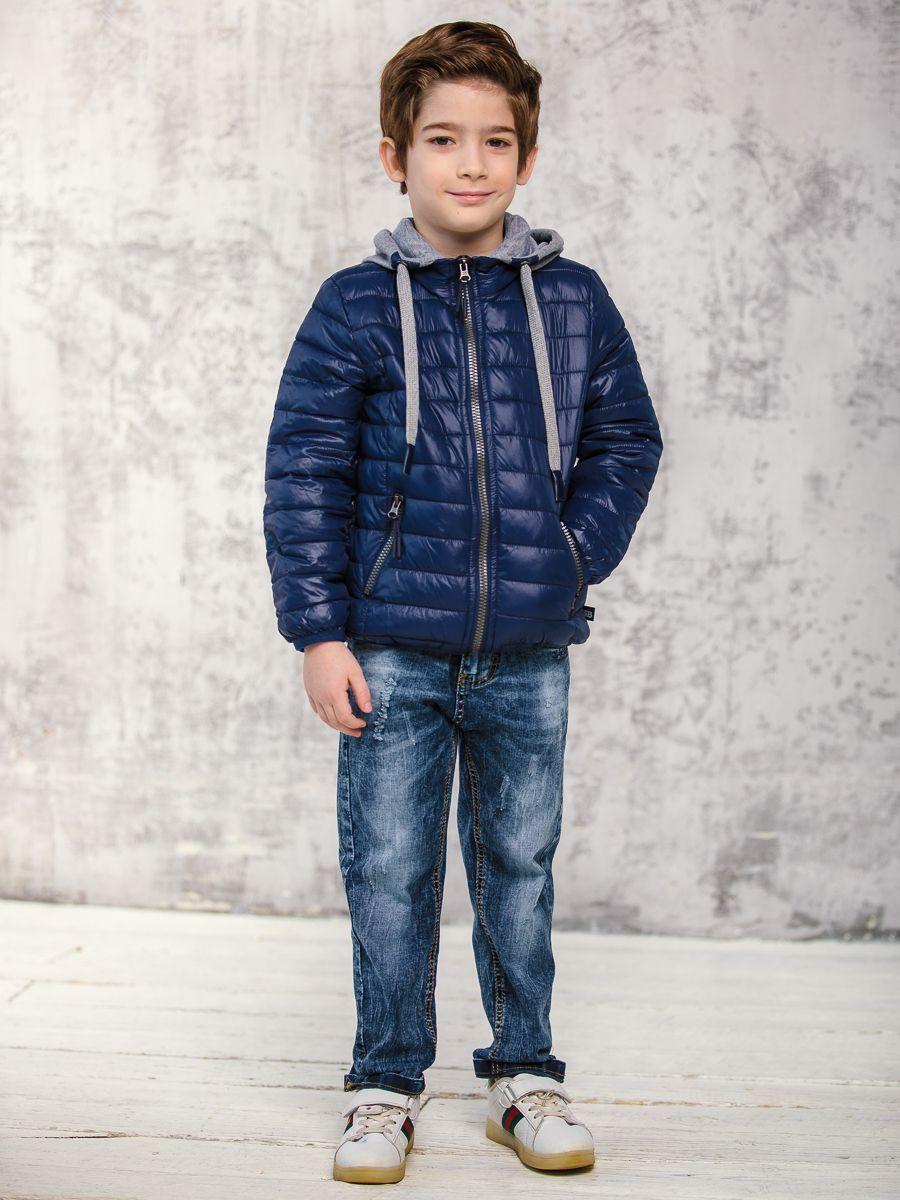 Куртка для мальчика Sweet Berry, цвет: темно-синий. 913000. Размер 122913000Демисезонная стеганая куртка из нейлона с наполнителем из синтепуха (120 грамм). Низ изделия и низ рукавов обработаны эластичной тесьмой для защиты от ветра. Застежка и прорезные карманы с пластиковой молнией цвета металлик. Капюшон из футера затягивается шнурками с наконечниками из кожзама.