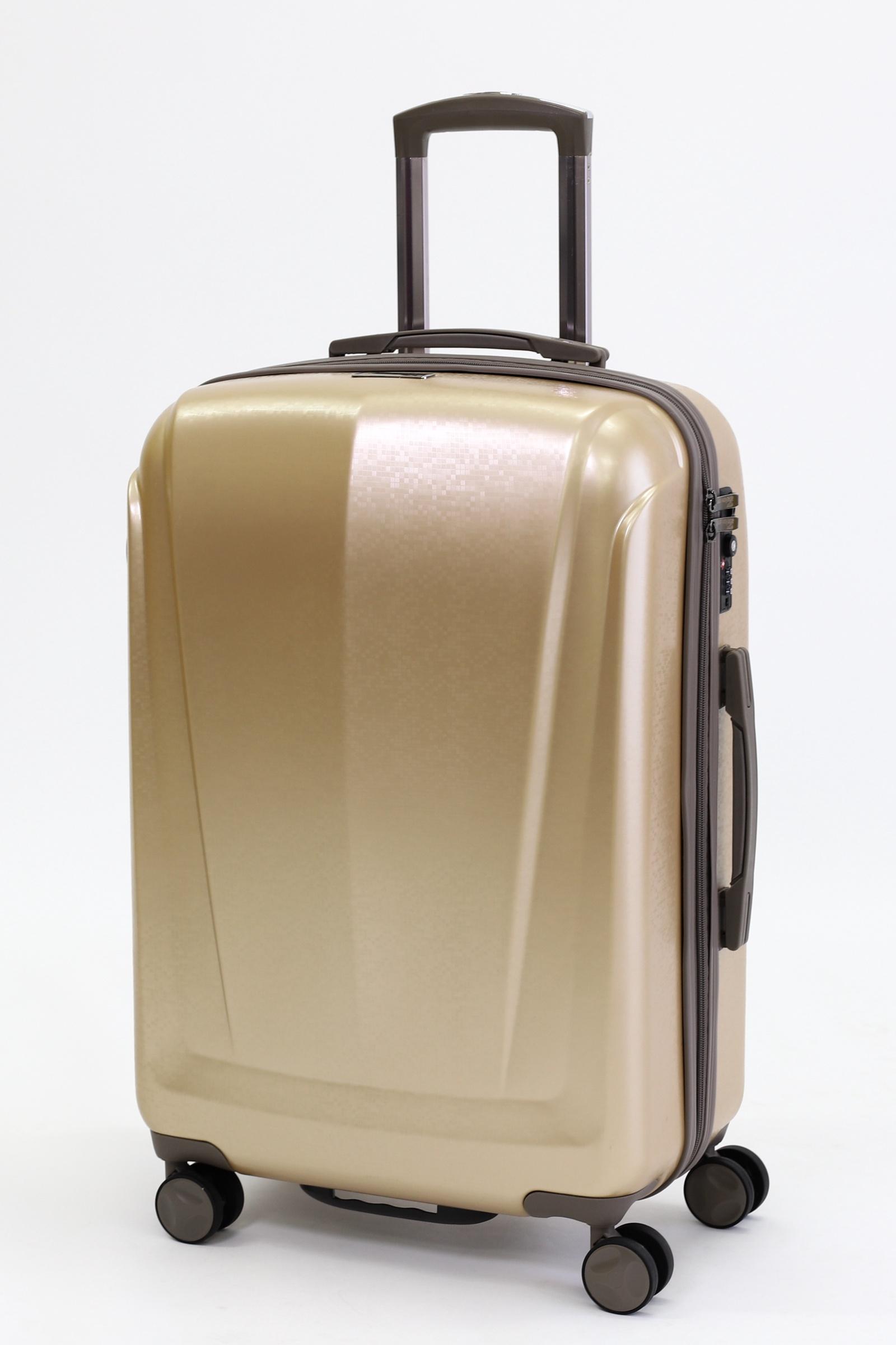 Чемодан Sun Voyage Сияние Шампанское, золотойSV021-AC131-24Чемодан пластиковый Sun Voyage на 4-х колесах. Модель изготовлена из прочного пластика с нанесением пленки из поликарбоната. Телескопическая ручка фиксируется в нескольких положениях. Система двойных колес, вращающихся на 360°, равномерно распределяет нагрузку и позволяет легко катить чемодан по любой твердой поверхности. Колеса изготовлены из прорезиненного материала и поэтому абсолютно бесшумны и надежны. Встроенный в корпус замок сохранит вещи в безопасности. Чемодан имеет вместительное отделение с прижимными ремнями, перегородкой на молнии и карманом для мелочей.