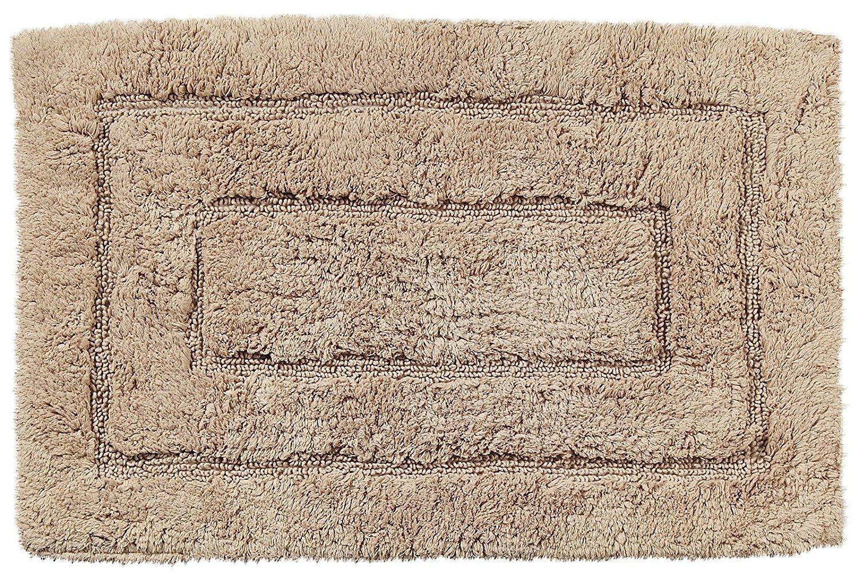 Коврик для ванной Kassatex Kassadesign, темно-бежевыйKDK-2440-LNКоврик для ванной комнаты изготовлен из волокон хлопка, которые прекрасно впитывают влагу. Отличное качество материала в сочетании с невероятно приятными ощущениями при соприкосновении сделают этот коврик незаменимым аксессуаром в вашей ванной комнате.