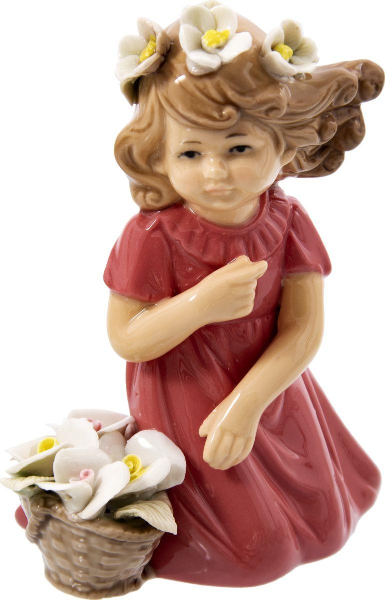 Статуэтка Русские подарки Девочка, 110820, красный, 8 х 12 х 14 см110820Великолепная статуэтка Девочка выполнена из фарфора.