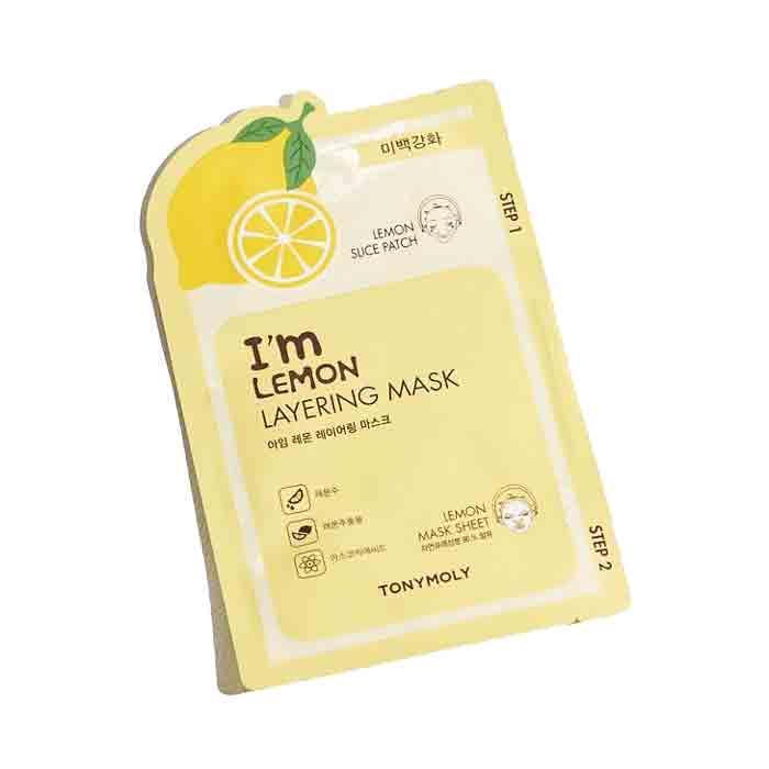 Маска косметическая Tony Moly с экстрактом лимона4a68d263-57ec-4b0a-8507-b2e29a9563beМаска повышает упругость и эластичность вялой и уставшей кожи лица. Глубоко питает, увлажняет и останавливает потерю влаги, оказывая омолаживающее воздействие на кожу лица. Разглаживает мелкие морщинки, оказывает витаминизирующее действие, устраняет шелушение и сухость, снимает раздражения и воспаления любой этиологии.Комплектация: патчи + тканевая маска.Активные ингредиенты: лимонная вода, экстракт лимона, аскорбиновая кислота.Способ применения: очистите кожу тонером, распределите маску по коже лица, избегая образования пузырьков и складок. Оставьте на 10-20 минут. Используйте патч точечно для особо проблемных участков кожи.Состав: лимонная вода, экстракт лимона, ниацинамид, гиалуронат натрия, аллантоин, аргинин, аскорбиновая кислота.Страна происхождения: Южная Корея.Объем: 23 г.Количество: 1 шт.