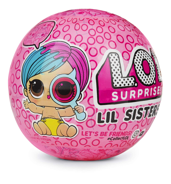 Игровой набор с куклой L.O.L. Surprise! L.O.L. Surprise Куклы Лол, Куколки Лол, Шар Лол, LOL Surprise Lil Sisters-Eye Spy 2розовый розовыйLOL557075LOL Surprise lil Sisters Eye Spy содержит 15 младших сестричек кукол ЛОЛ. Всего же в четвертой серии Глаз Шпиона насчитывается более 35 разных сестренок.В каждом шаре тебя ждет 6 слоев с сюрпризом:- Первый слой — стикер с секретным сообщением;- Второй слой — коллекционные наклейки;- Третий слой — шпионская лупа;- Четвертый слой — один маленький аксессуар;- Пятый слой — один большой аксессуар;- Шестой слой — кукла ЛОЛ лил систерсНо это еще не все сюрпризы! Просто окуни младшую сестренку ЛОЛ в воду и узнай о секретном свойстве куколки. Кстати, шар потом можно использовать как ванночку для маленькой ЛОЛ или как брелок для ключейОстерегайтесь подделок. Как выглядит настоящий шар LOL маленькие сестренки вы можете увидеть на фотографиях выше. Он произведен компанией MGA Entarteinment